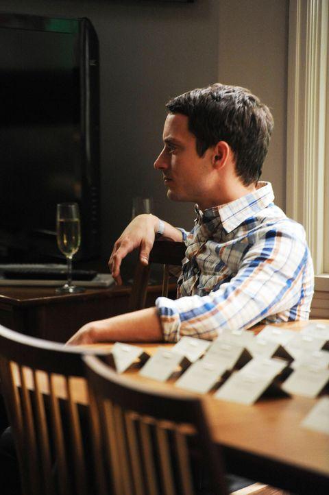 Als guter Freund und Nachbar, hat Ryan (Elijah Wood) sich dazu bereit erklärt die Hochzeitsparty von Jenna und Drew bei sich im Garten zu organisier... - Bildquelle: 2011 FX Networks, LLC. All rights reserved.