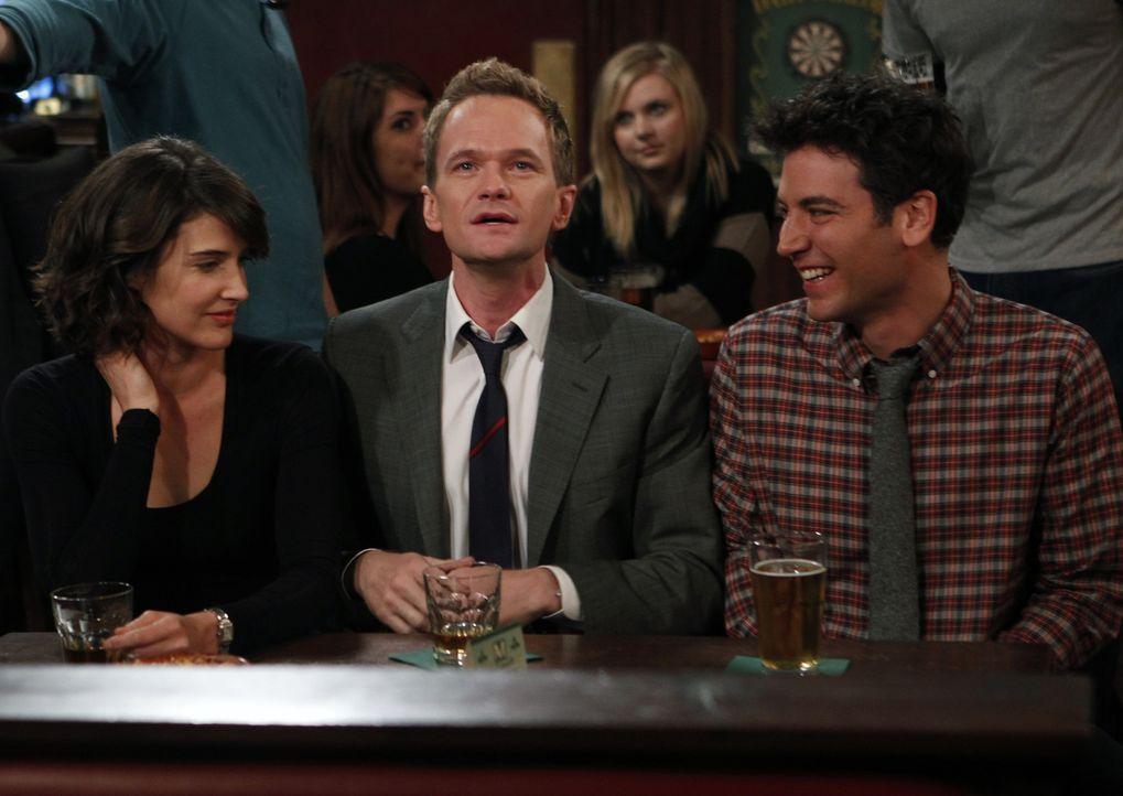 Müssen sich damit zurecht finden, dass Marshall und Lily nach Long Island ziehen: Ted (Josh Radnor, r.), Barney (Neil Patrick Harris, M.) und Robin... - Bildquelle: 20th Century Fox International Television