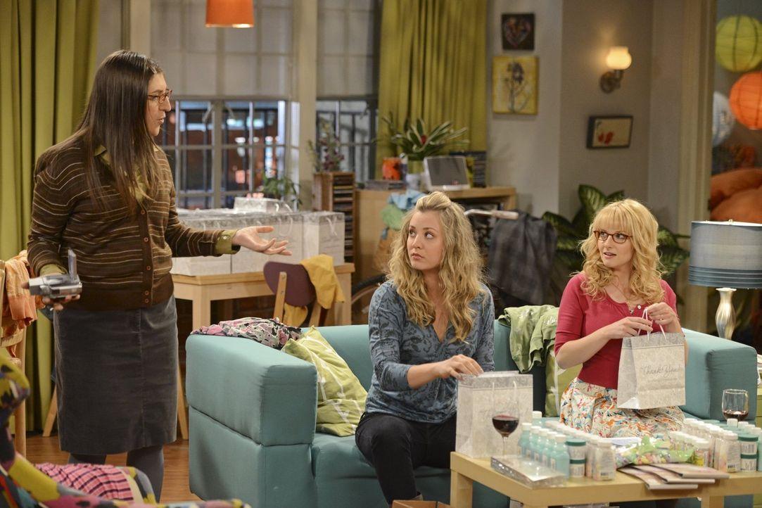 Treffen Vorbereitungen für die Hochzeit: Penny (Kaley Cuoco, M.), Amy (Mayim Bialik, l.) und Bernadette (Melisa Rauch, r.) ... - Bildquelle: Warner Bros. Television