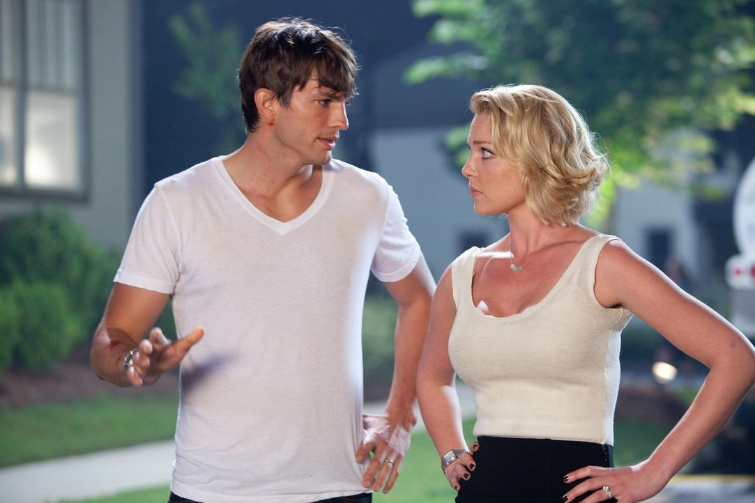 Langsam dämmert Jen (Katherine Heigl, r.), dass Spencer (Ashton Kutcher, l.) ein internationaler Super-Spion war, den jetzt plötzlich eine ganze A... - Bildquelle: Kinowelt GmbH