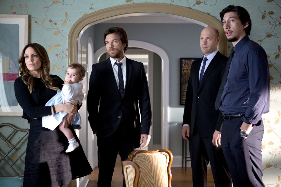 Die Geschwister (v.l.n.r.: Tina Fey, Jason Bateman, Adam Driver, Corey Stoll) werden auf eine Probe gestellt, als die unterschiedlichen Charaktere n... - Bildquelle: 2014 Warner Brothers