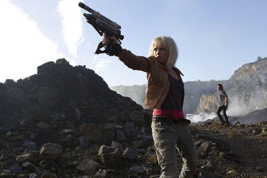 Stehen Abby (Hannah Spearritt, l.) und Connor (Andrew Lee Potts, r.) vor dem Ende der Zukunft? - Bildquelle: ITV Plc