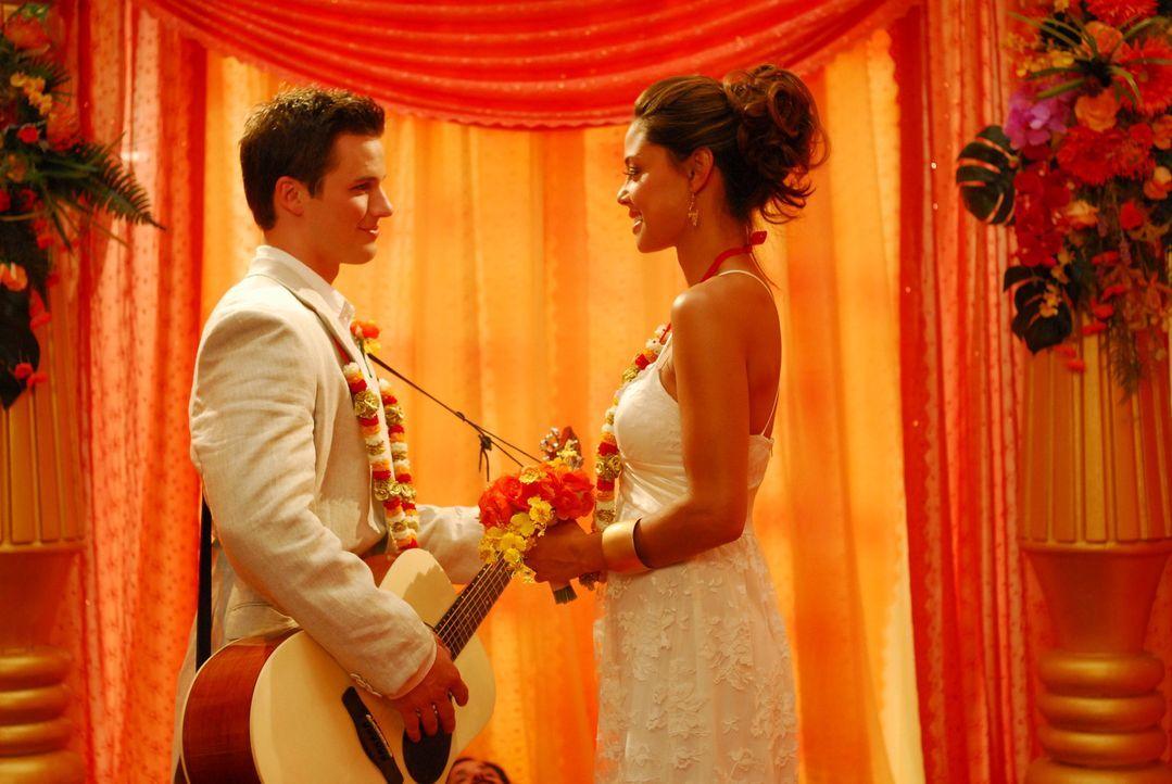 Ende gut, alles gut: Will (Matt Lanter, l.) und Amy (Vanessa Minnillo, r.) ... - Bildquelle: Constantin Film Verleih