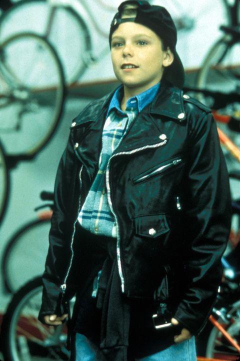 Nach einem Fahrradunfall erhält der 11-jährige Preston (Brian Bonsall) von einem Ganoven einen Blankoscheck. Der kleine Knirps trägt eiskalt eine Mi... - Bildquelle: Lorey Sebastian Buena Vista Pictures Distribution, Inc.