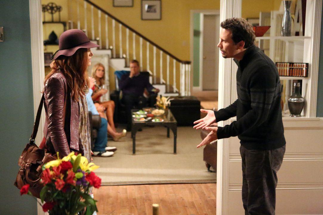 George (Jeremy Sisto, r.) ist überrascht, als plötzlich Alex (Malin Akerman, l.), Tessas leibliche Mutter, vor der Tür steht ... - Bildquelle: Warner Brothers