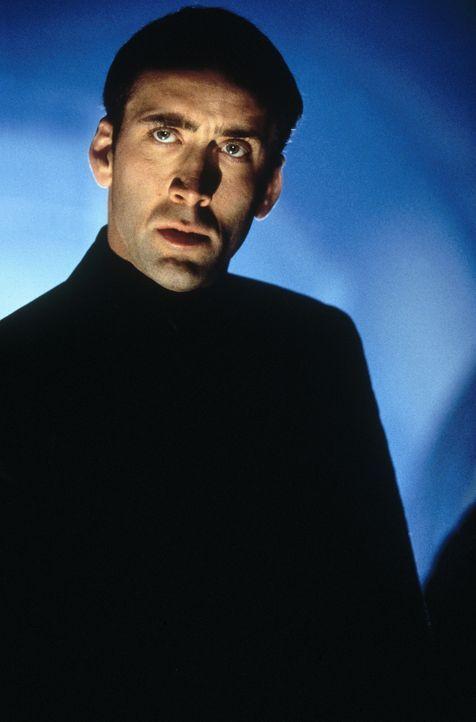 Um eine Bombe außer Kraft zu setzen, lässt sich FBI-Agent Sean Archer (Nicolas Cage) auf ein gewagtes Experiment ein: Mit Hilfe der modernen Chirurg... - Bildquelle: Touchstone Pictures