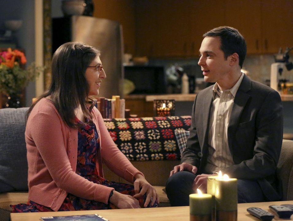Ein ganz besonderer Abend wartet auf Sheldon (Jim Parsons, r.) und Amy (Mayim Bialik, l.) ... - Bildquelle: 2015 Warner Brothers