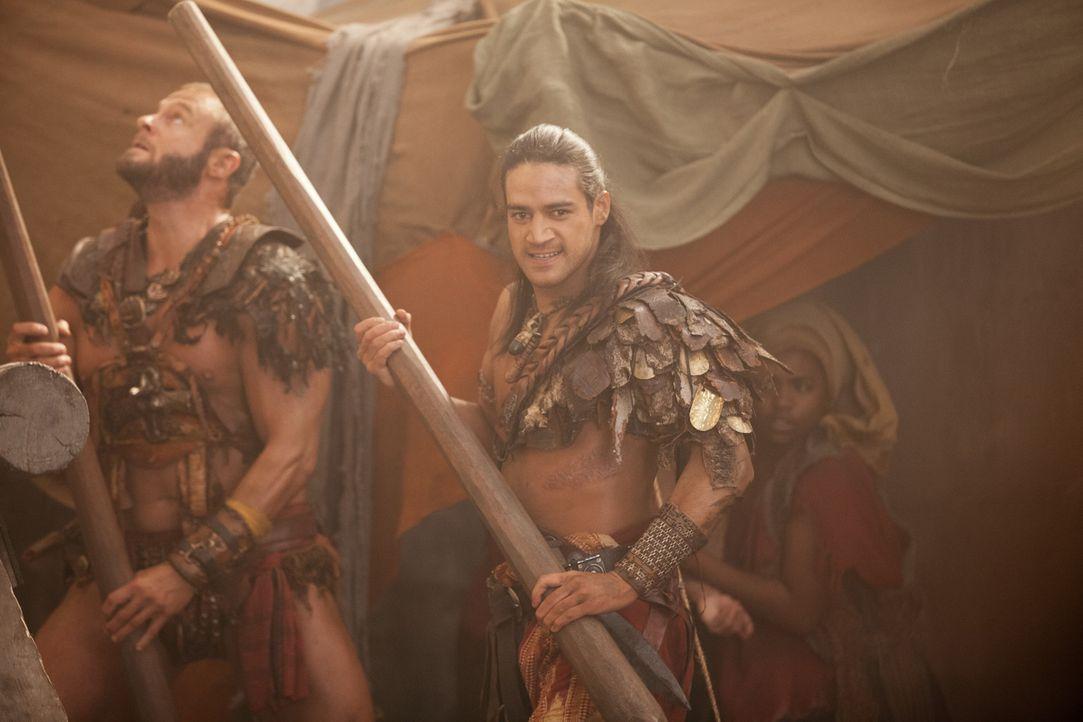 Schließt sich nicht Crixus' Massaker an den Römern an: Nasir (Pana Hema-Taylor, r.) ... - Bildquelle: 2012 Starz Entertainment, LLC. All rights reserved.