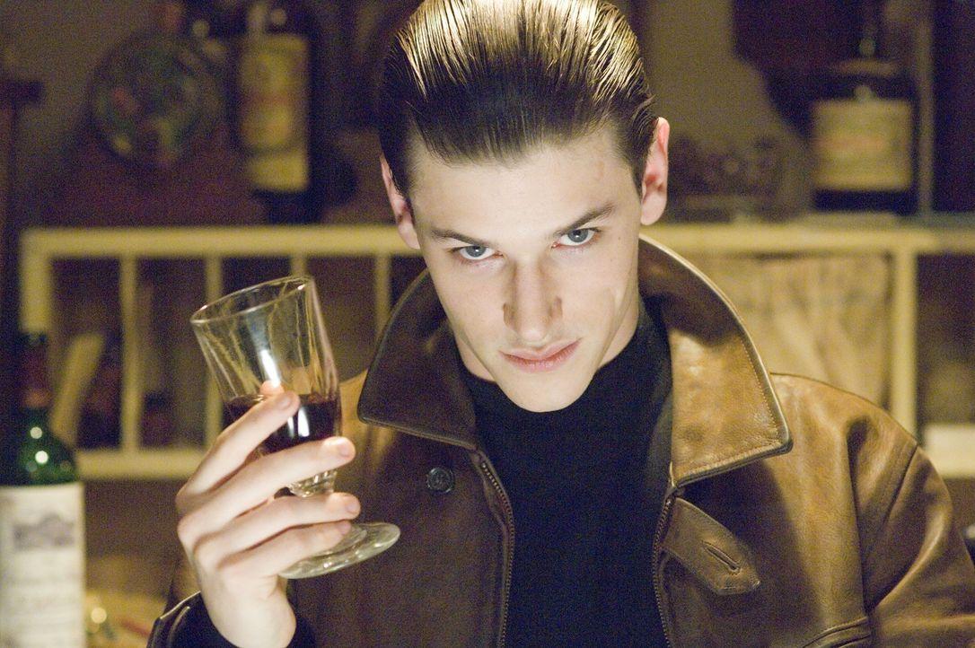 Während Hannibal Lecter (Gaspard Ulliel) als jüngster Medizinstudent an der Sorbonne in Paris angenommen wird, quälen ihn die Albträume aus der Verg... - Bildquelle: Tobis Film