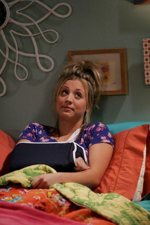 Penny (Kaley Cuoco) rutscht in der Badewanne aus und kugelt sich die Schulter aus. Durch den Unfall ist sie gezwungen, Sheldon um Hilfe zu bitten ... - Bildquelle: Warner Bros. Television