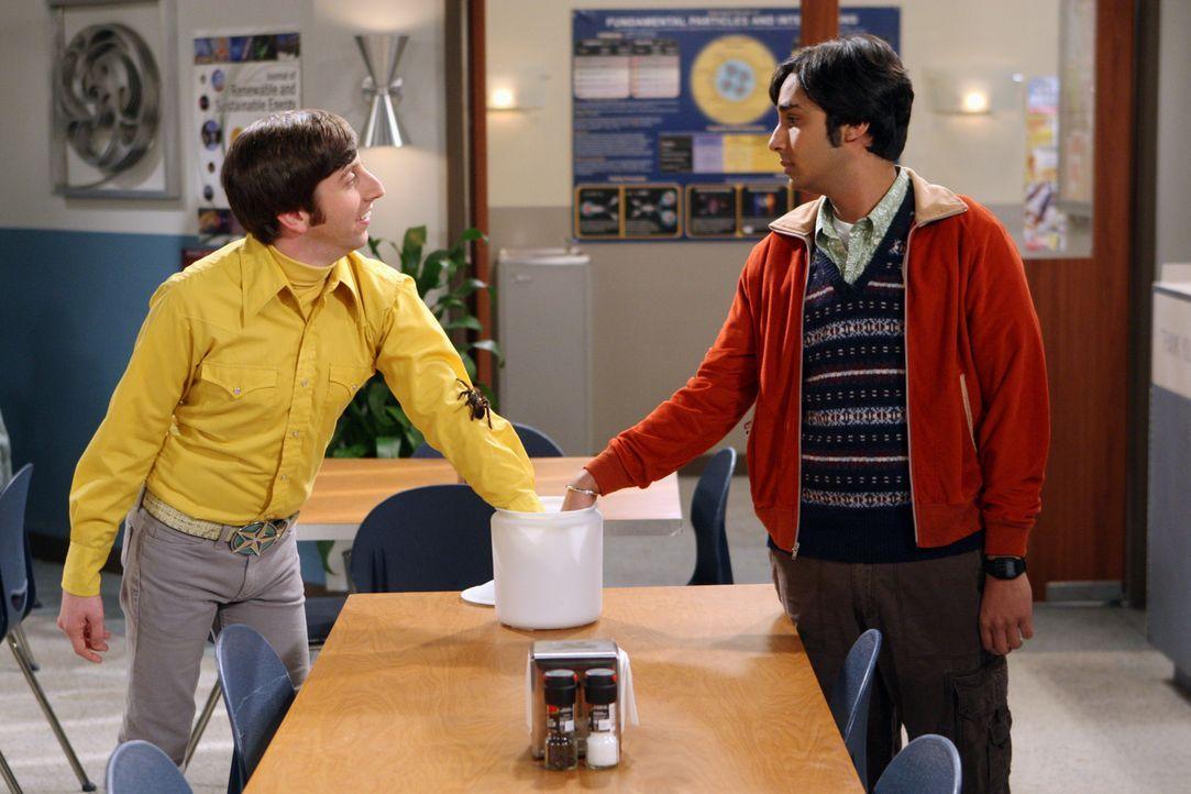 Howard (Simon Helberg, l.) und Raj (Kunal Nayyar, r.) haben Streit - sie sind sich uneinig, wer im Falle eines radioaktiven Unfalls zum Superhelden... - Bildquelle: Warner Bros. Television