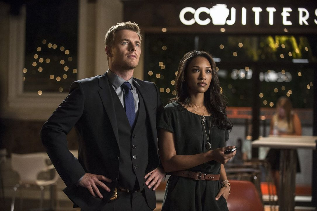 Müssen ihre Beziehung vor Joe West geheim halten: Iris (Candice Patton, r.) und Eddie (Rick Cosnett, l.) ... - Bildquelle: Warner Brothers.