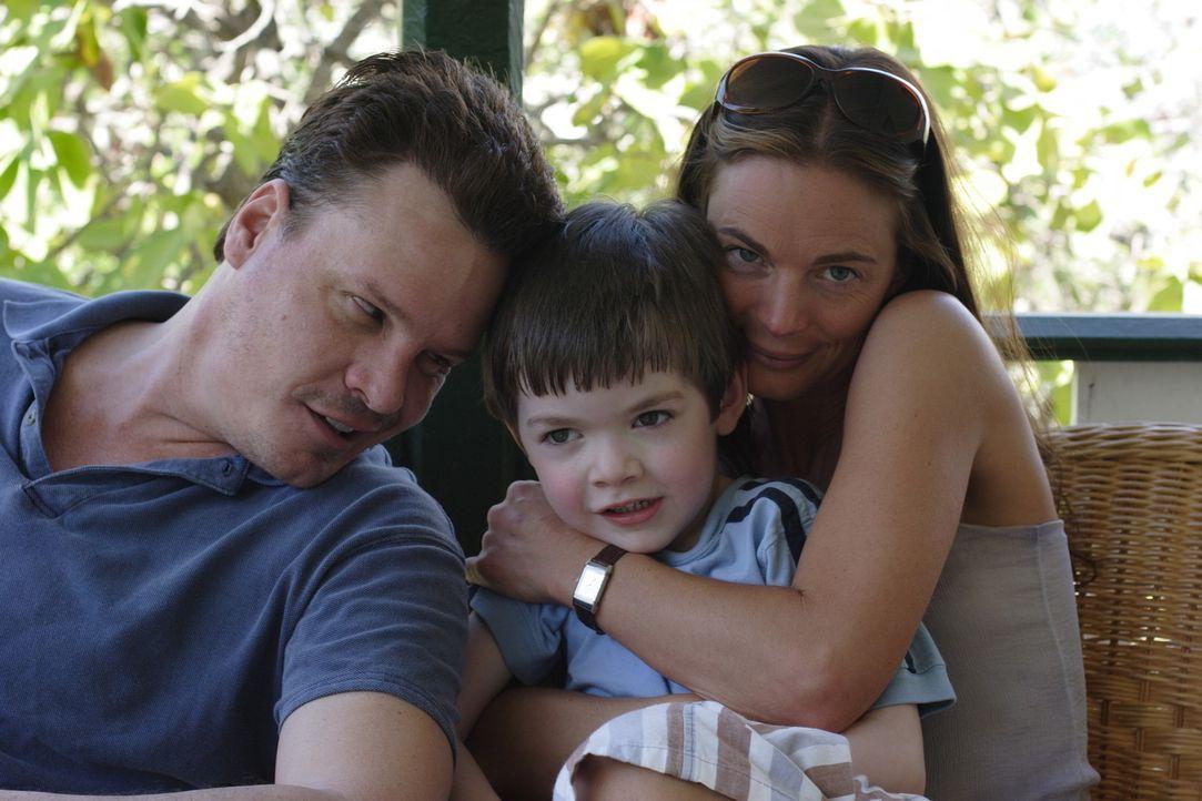 Nur scheinbar eine glückliche Familie: Seit einiger Zeit kriselt es zwischen Kristen (Gabrielle Anwar, r.) und ihrem Mann Quinn (Craig Sheffer, l.)... - Bildquelle: Christopher Filmcapital