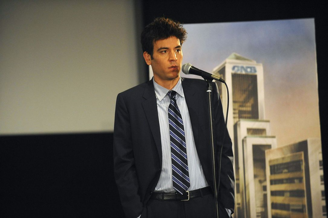 Muss sich vor dem Denkmalschutzkomitee entscheiden, ob es sich beim heruntergekommenen Hotel Arcadian tatsächlich um ein Denkmal handelt: Ted (Josh... - Bildquelle: 20th Century Fox International Television