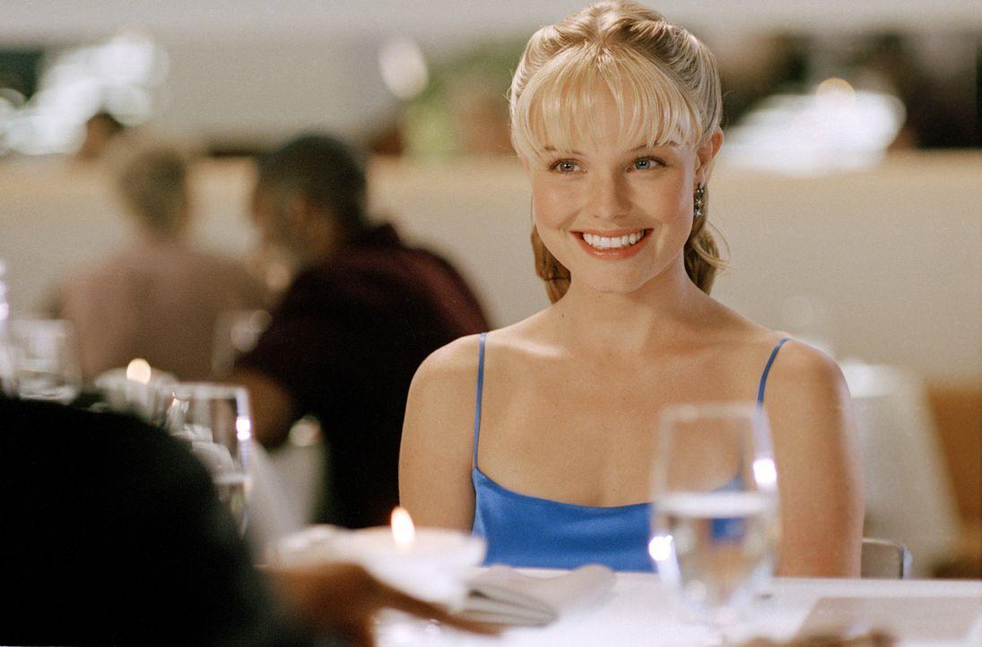 Die hübsche Supermarktangestellte Rosalee (Kate Bosworth) kann es kaum glauben, als sie eines Tages bei einem Gewinnspiel ein Date mit ihrem Traumm... - Bildquelle: 2004 DreamWorks LLC. All Rights Reserved.