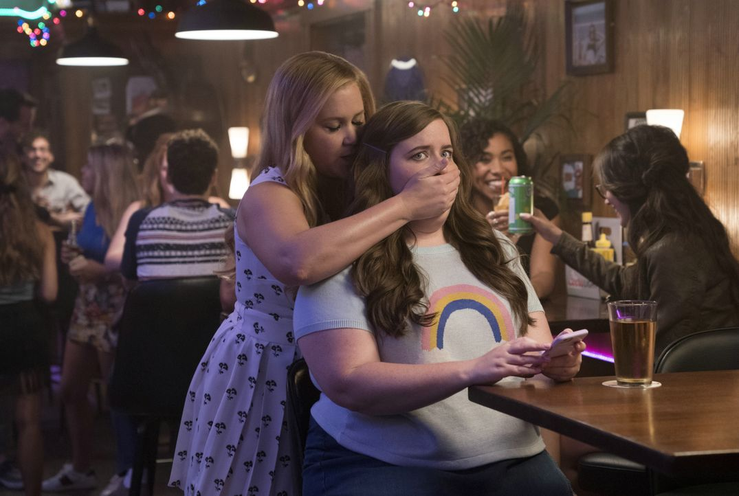 Renee Bennett (Amy Schumer, l.); Vivian (Aidy Bryant, r.) - Bildquelle: 2018 TBV PRODUCTIONS, LLC. ALL RIGHTS RESERVED.