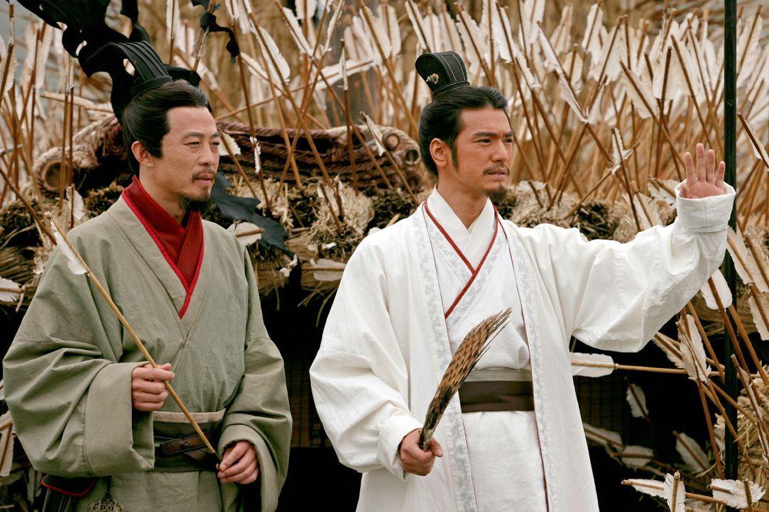 Zhuge Liang (Takeshi Kaneshiro, r.), der enge Berater von König Liu Bei (Yong You, l.), kann den König dazu bringen, sich mit König Sun Quan zu v... - Bildquelle: Constantin Film Verleih GmbH