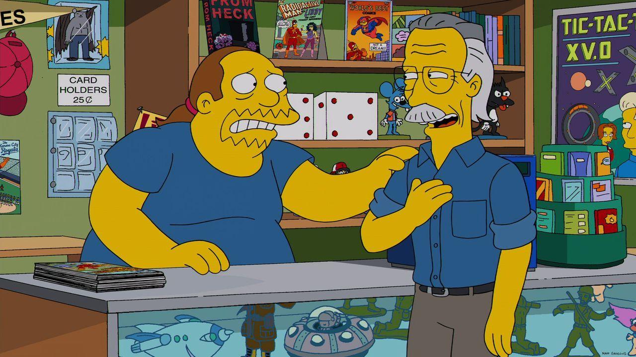Als Comicautor Stan Lee (r.) im Laden des Comicverkäufers (l.) auftaucht, weiß dieser nicht, ob er das Ganze nur träumt oder ob sein Idol wirklich v... - Bildquelle: 2013 Twentieth Century Fox Film Corporation. All rights reserved.