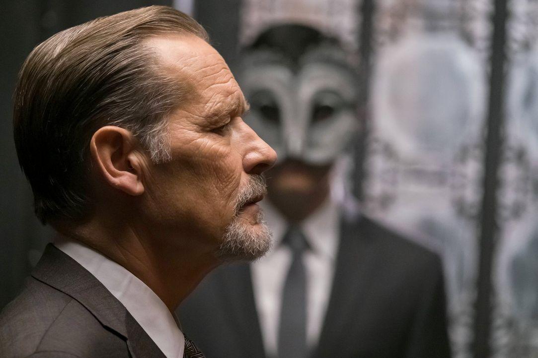 Ist er wirklich auf der Seite seines Neffen James Gordon? Frank Gordon (James Remar) ... - Bildquelle: Warner Brothers