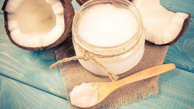 Kokosöl für die Zahnpflege Routine