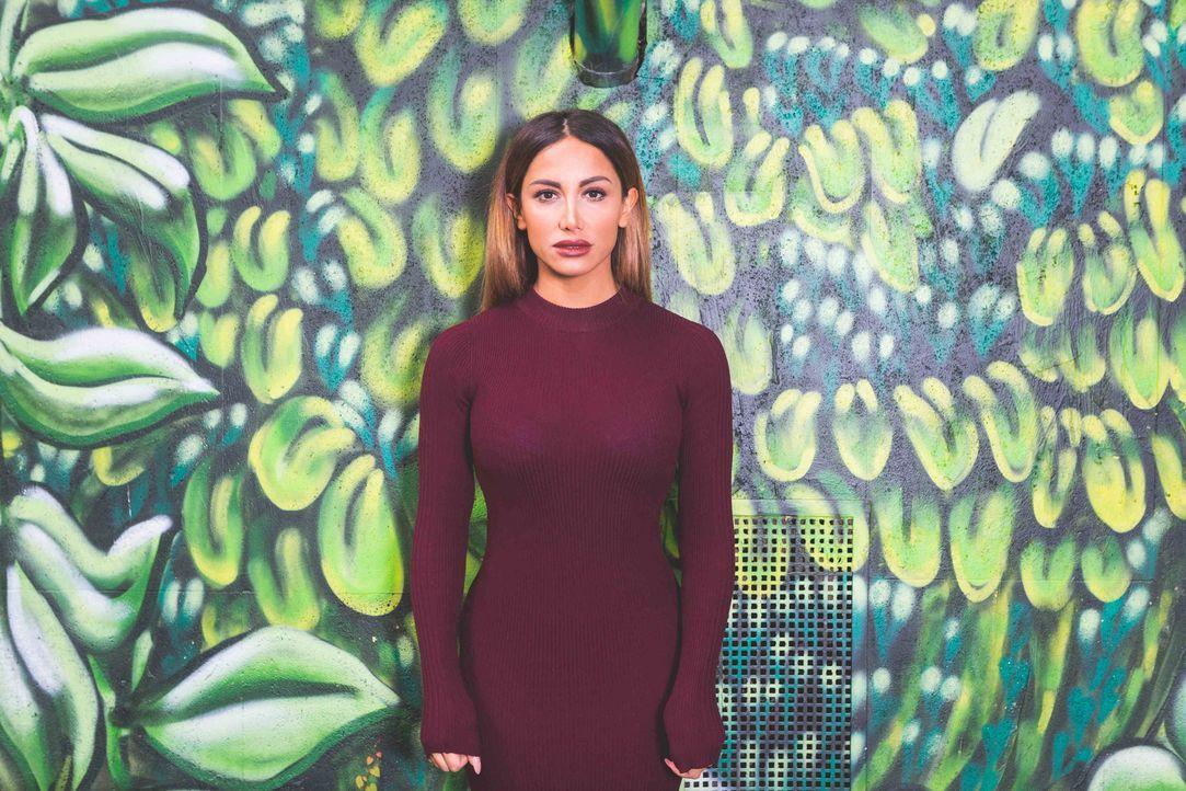 """Stand-up-Elemente, Sketch-Comedy-Stücke und Geschichten aus ihrem Leben präsentiert Enissa Amani in ihrer Show """"'nissa - Geschichten aus dem Leben""""... - Bildquelle: Parham Farajollahi ProSieben"""