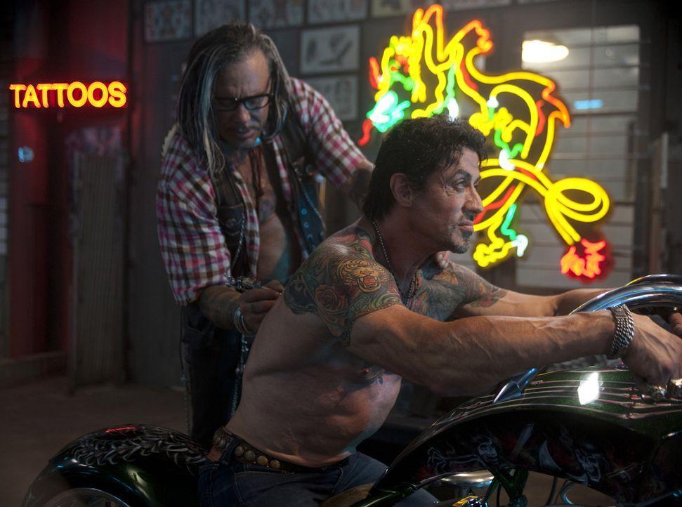 Gönnen sich mal einen freien Nachmittag: Barney (Sylvester Stallone, r.) und Tool (Mickey Rourke, l.) ... - Bildquelle: @ 2010 ALTA VISTA PRODUCTIONS, INC.