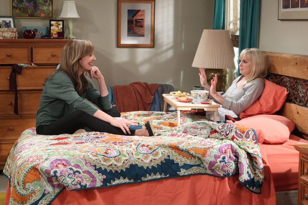 Müssen ihr Zusammenleben neu verhandeln: Bonnie (Allison Janney, l.) und Christy (Anna Faris, r.) ... - Bildquelle: Warner Brothers Entertainment Inc.