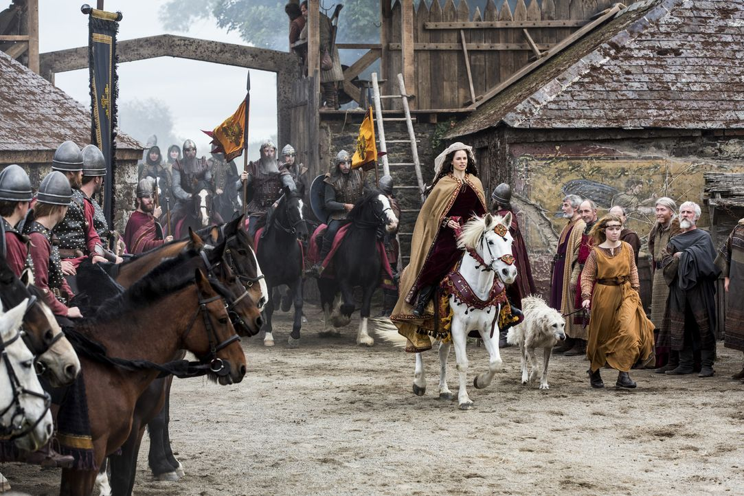 Während sich Lagertha gegen ihren Verehrer zur Wehr setzen muss, bahnt sich zwischen Prinzessin Kwenthrith (Amy Bailey, M.) und König Ecbert eine ne... - Bildquelle: 2014 TM TELEVISION PRODUCTIONS LIMITED/T5 VIKINGS PRODUCTIONS INC. ALL RIGHTS RESERVED.