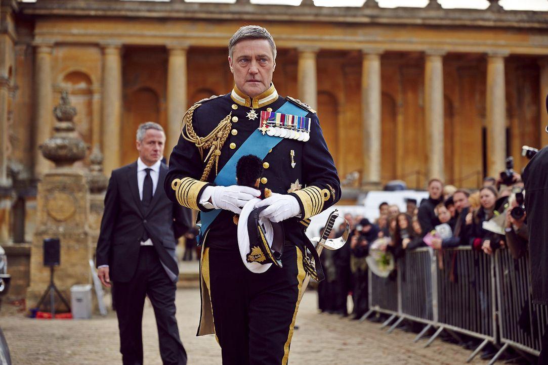 Da Prinz Robert in Ausübung des Militärdienstes und somit in Ausübung einer königlichen Pflicht gestorben ist, macht König Simon (Vincent Regan) die... - Bildquelle: 2014 E! Entertainment Media LLC/Lions Gate Television Inc.