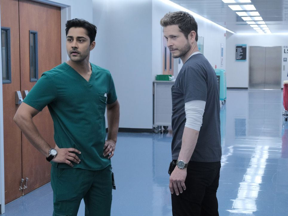 Dr. Devon Pravesh (Manish Dayal, l.); Dr. Conrad Hawkins (Matt Czuchry, r.) - Bildquelle: Guy D'Alema 2019-2020 Twentieth Century Fox Film Corporation.  All rights reserved. / Guy D'Alema