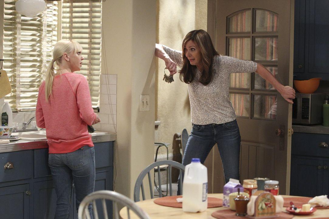 Machen sich Sorgen um Violet: Christy (Anna Faris, l.) und Bonnie (Allison Janney, r.) ... - Bildquelle: Warner Bros. Television
