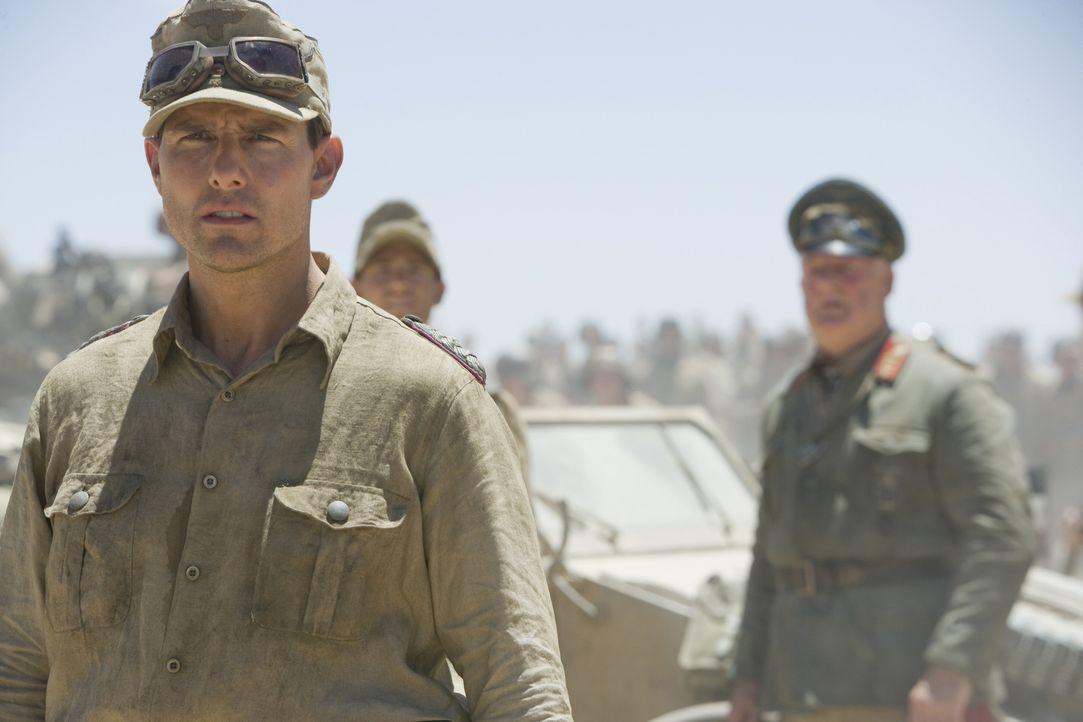 Als Offizier Claus Schenk Graf von Stauffenberg (Tom Cruise) klar wird, dass seine Soldaten im Afrika Feldzug sinnlos geopfert werden sollen, geht e... - Bildquelle: Phil Bray 2008 Metro-Goldwyn-Mayer Studios Inc.