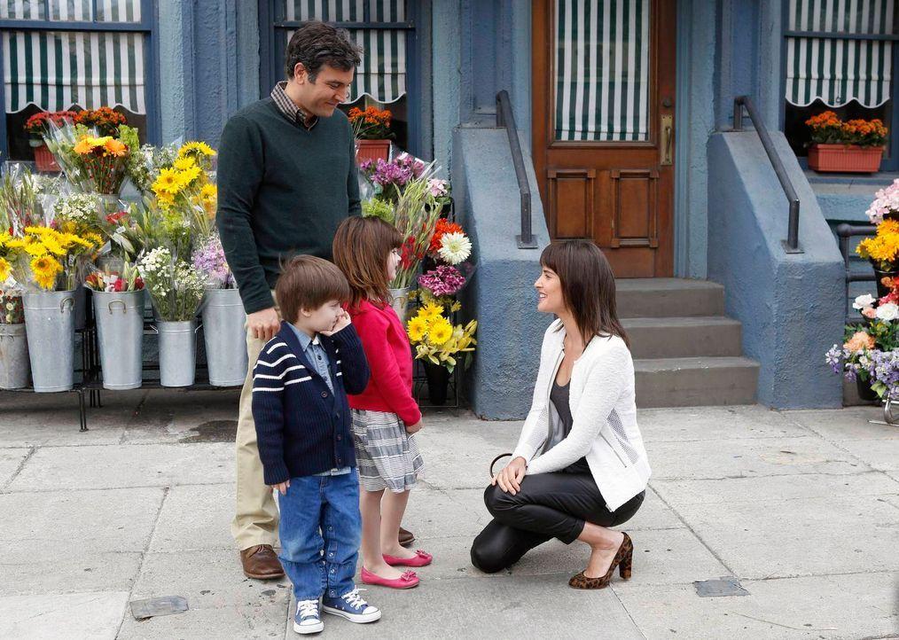 Per Zufall trifft Robin (Cobie Smulders, r.) auf Teds (Josh Radnor, l.) Kleinfamilie ... - Bildquelle: 2014 Twentieth Century Fox Film Corporation. All rights reserved.