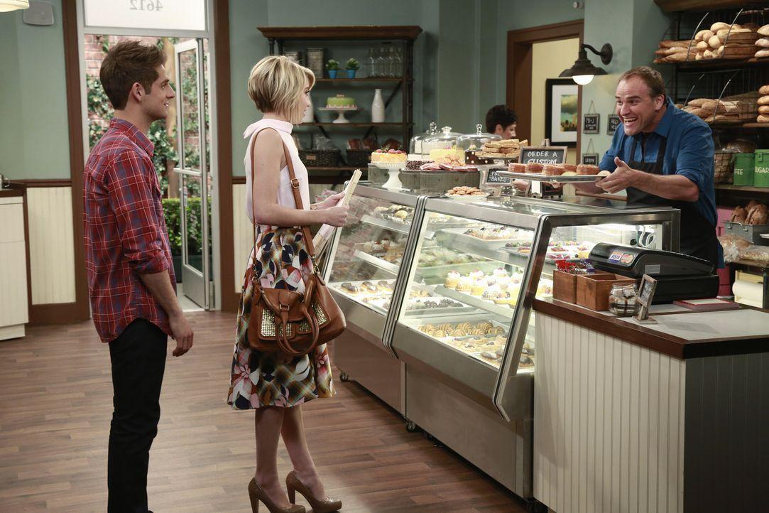 (v.l.n.r.) Ben (Jean-Luc Bilodeau); Riley (Chelsea Kane); David (David DeLuise) - Bildquelle: Ron Tom ABC Family