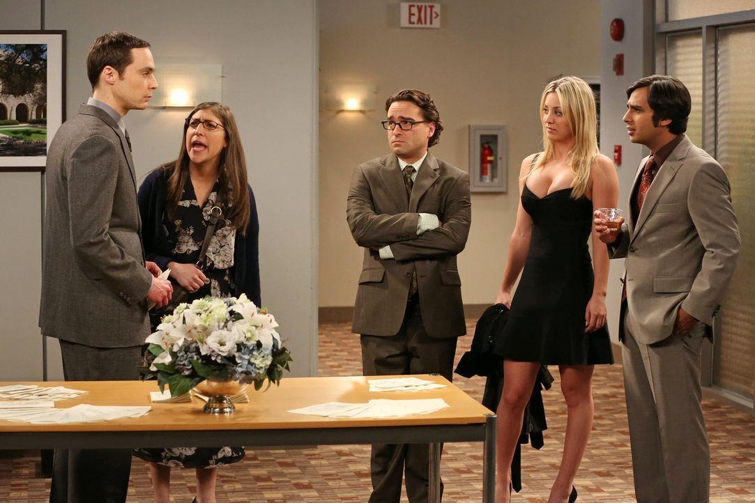 Leonard (Johnny Galecki, M.), Sheldon (Jim Parsons, l.) und Raj (Kunal Nayyar, r.) kämpfen um eine unbefristete Stelle an der Universität und der We... - Bildquelle: Warner Bros. Television