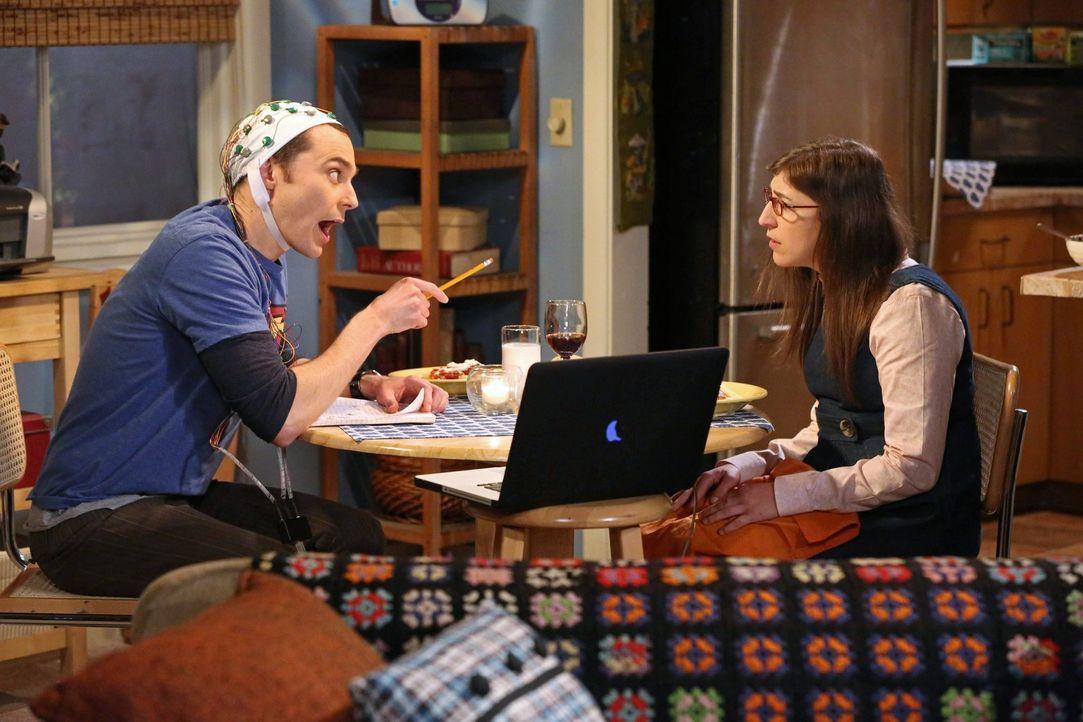 Da Sheldon (Jim Parsons, l.) glaubt, dass er sich in seinem Leben zu wohl fühlt und deshalb beruflich nicht weiter kommt, müssen seine Freunde und v... - Bildquelle: Warner Bros. Television
