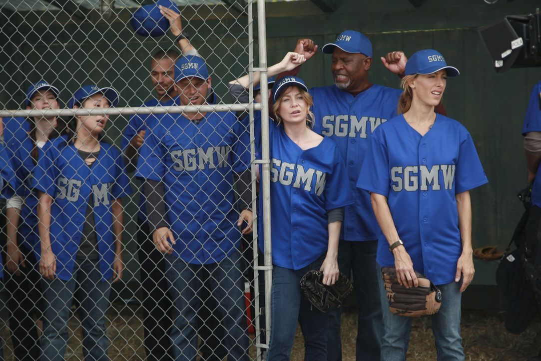 Haben die Ärzte des Seattle Grace Hospital noch eine Chance das Match zu gewinnen? (v.l.n.r.) Lexie (Chyler Leigh), Cristina (Sandra Oh), Jackson (... - Bildquelle: ABC Studios