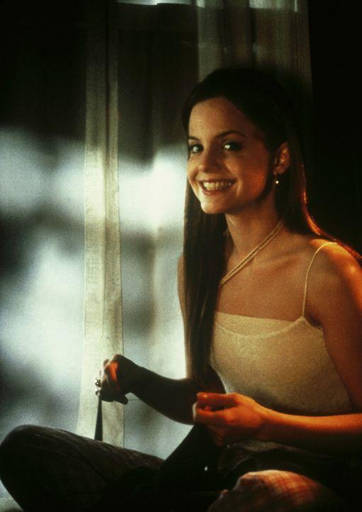Der einzige Mensch, der ihn nicht sofort als Loser abstempelt, ist die attraktive Dora (Mena Suvari). Doch die junge Studentin hat selbst zu große... - Bildquelle: Columbia TriStar