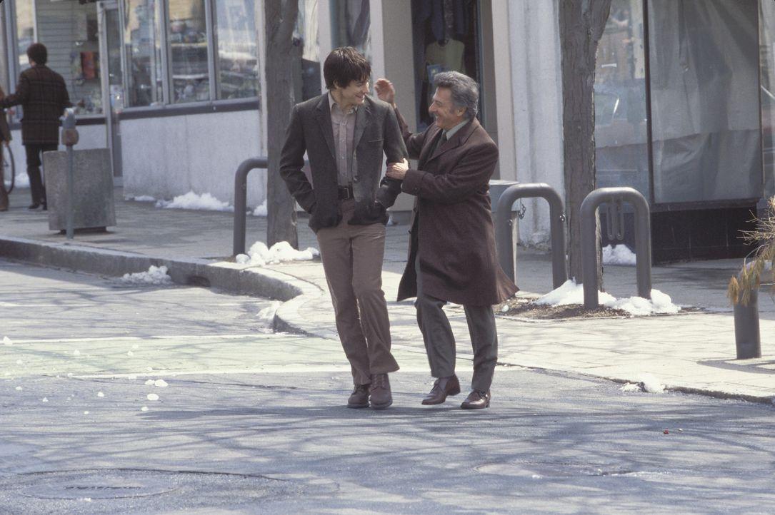 Seltsame Vertrautheit: Joe (Jake Gyllenhaal, l.) und Bob (Dustin Hoffman, r.) ... - Bildquelle: Touchstone Pictures