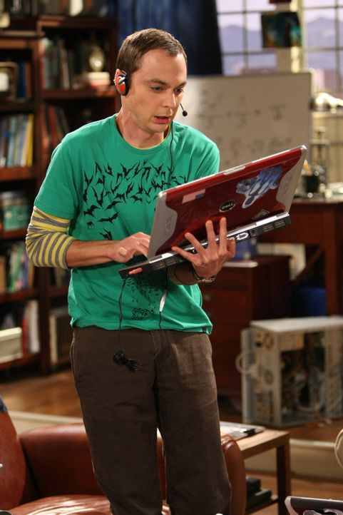 Nachdem Leonrad Penny bei Knutschen mit einem anderen entdeckt hat, ist er am Boden zerstört. Sheldon (Jim Parsons) rät ihm, Penny erst einmal zu... - Bildquelle: Warner Bros. Television