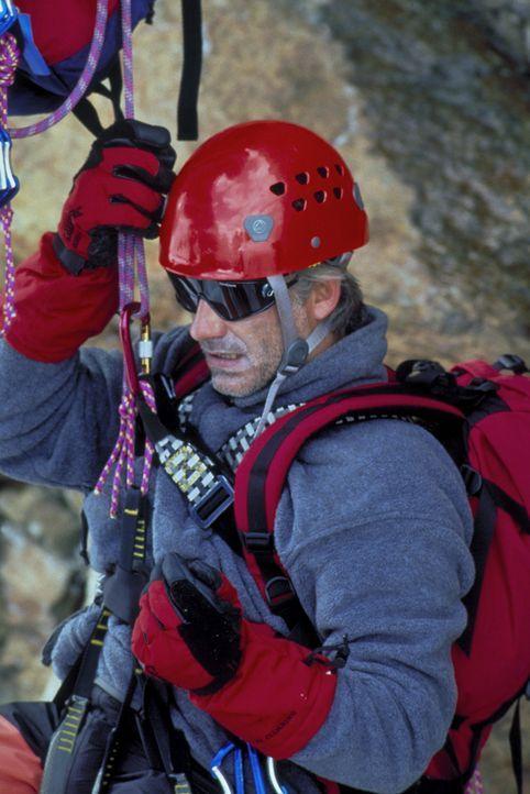 Seine große Leidenschaft sind die Berge: Philipp Gabert (Christoph M. Ohrt). Eines Tages erleidet er während einer Bergtour einen seltsamen Schwäche... - Bildquelle: Frank Lemm ProSieben