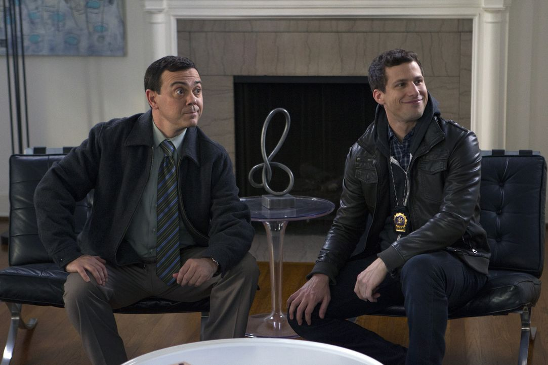 Charles Boyle (Joe Lo Truglio, l.); Jake Peralta (Andy Samberg, r.) - Bildquelle: John P. Fleenor 2015 UNIVERSAL TELEVISION LLC. All rights reserved. / John P. Fleenor