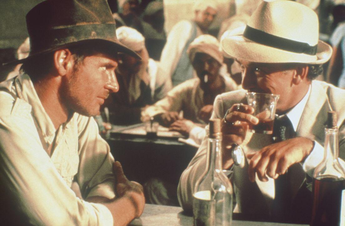Der Archäologieprofessor Indiana Jones (Harrison Ford, l.) erhält im Jahre 1936 vom amerikanischen Geheimdienst den Auftrag, in Ägypten die versc... - Bildquelle: Paramount Pictures