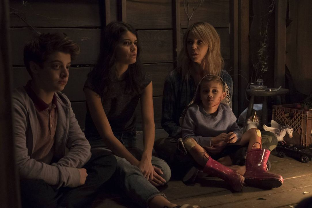 Egal welche Überraschung als nächstes auf sie wartete, Chip (Thomas Barbusca, l.), Sabrina (Sofia Black-D'Elia, M.), Mickey (Kaitlin Olson, r.) und... - Bildquelle: 2017 Fox and its related entities. All rights reserved.