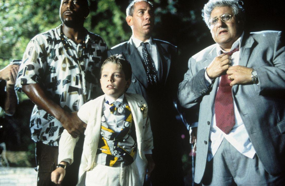 Nachdem der 11-jährige Preston Waters (Brian Bonsall, vorne) den Blankoscheck gewaltig ausgereizt hat, heften sich die Gangster Juice (Tone Loc, l.)... - Bildquelle: Walt Disney Pictures