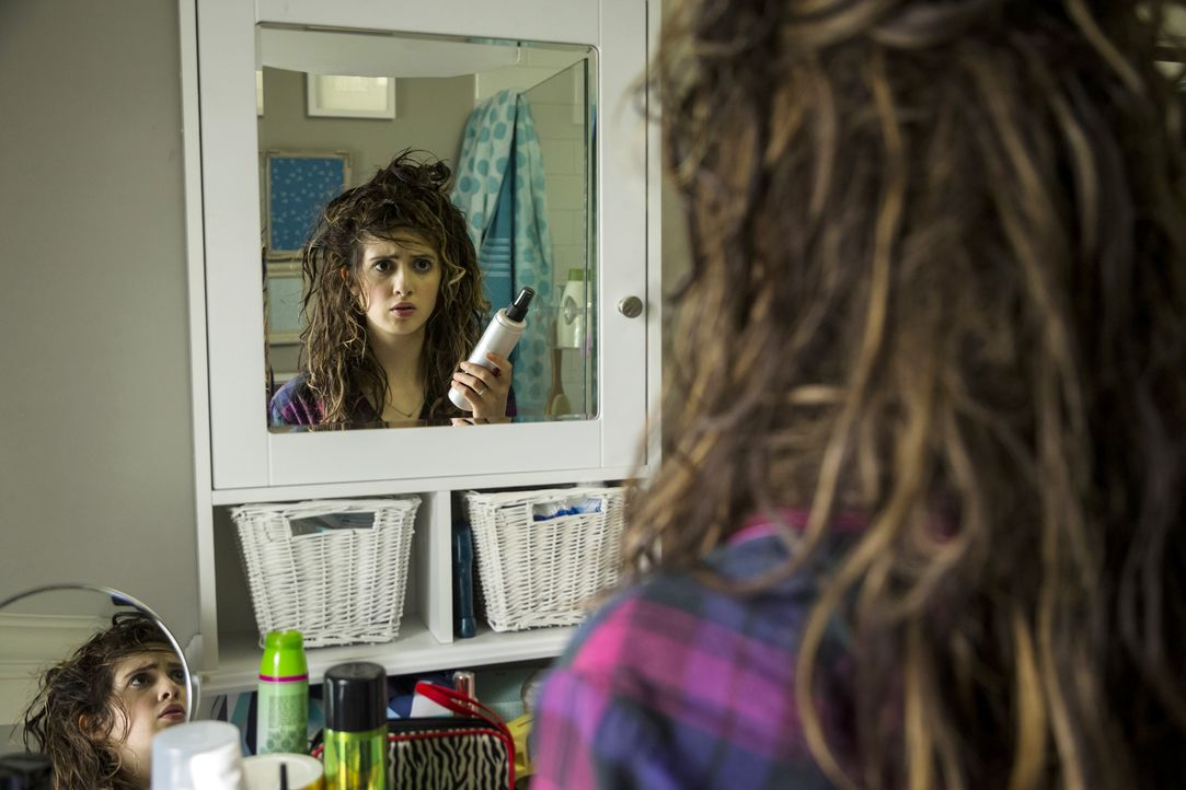 Ausgerechnet am Tag ihres Abschlussballes hat Monica (Laura Marano) einen absoluten Bad Hair Day. Gelingt es ihr in diesem Zustand noch, die Ballkön... - Bildquelle: Touchstone Television