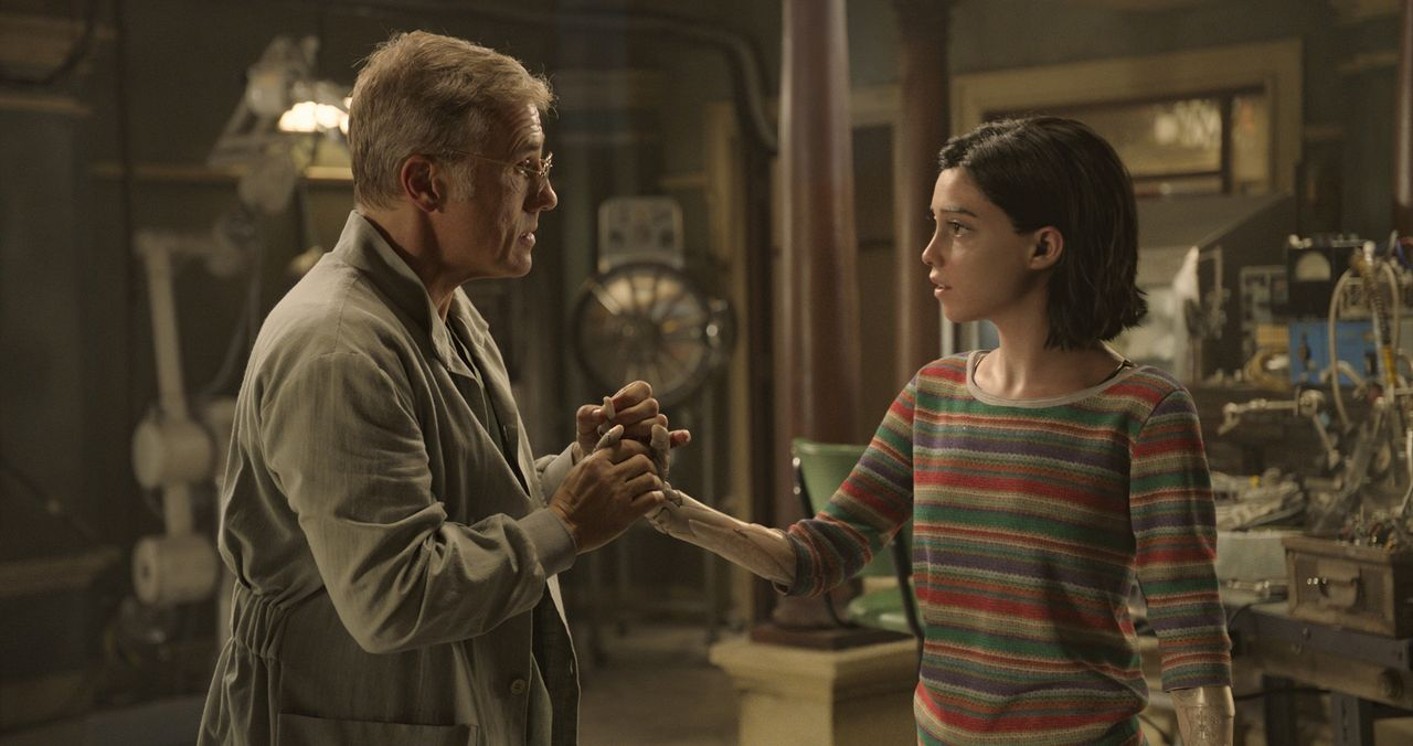 Dr. Ido (Christoph Waltz, l.); Alita (Rosa Salazar, r.) - Bildquelle: 2019 Twentieth Century Fox Film Corporation.  All rights reserved.