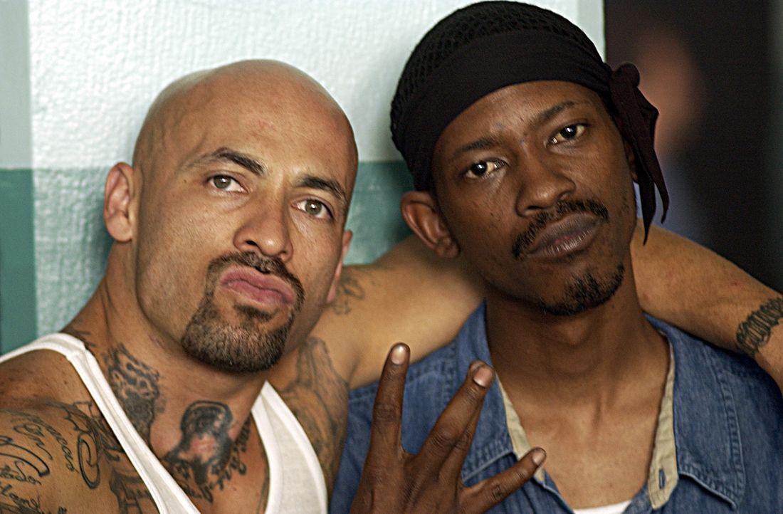 Ein Häftling (Kurupt, r.), der sich Hoffnungen auf Bewährung macht, findet sich in einem brutalen Knast zwischen zwei rivalisierenden Banden wiede... - Bildquelle: 2007 Sony Pictures Home Entertainment Inc. All Rights Reserved.