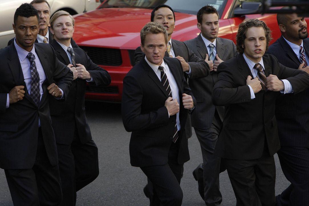 Für eine Frau, will Barney (Neil Patrick Harris, M.) sogar seinen Anzug ablegen, doch dann hat er Entzugserscheinungen ... - Bildquelle: 20th Century Fox International Television