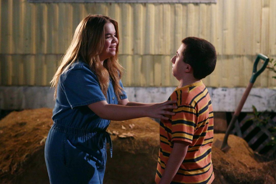 Tanya (Teresa Ornelas, l.); Brick (Atticus Shaffer, r.) - Bildquelle: Warner Brothers